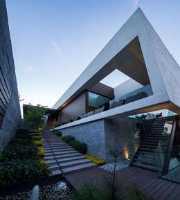 GLR Arquitectos: modern tarz Evler