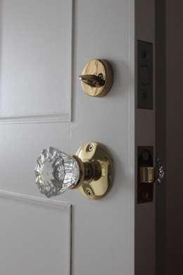Ventanas y puertas de estilo  por atelier m