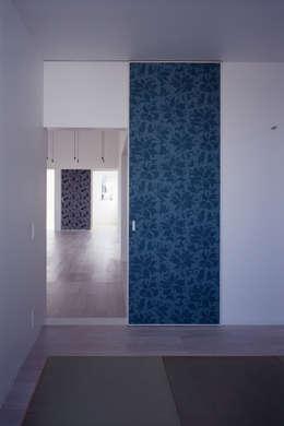 モンタージュ: Smart Running一級建築士事務所が手掛けた和室です。
