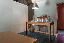 千葉の事務所 コンバージョン: Smart Running一級建築士事務所が手掛けたキッチンです。