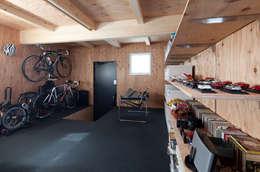 Garajes de estilo moderno por 株式会社コウド一級建築士事務所