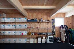modern Garage/shed by 株式会社コウド一級建築士事務所