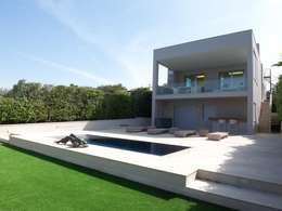Casas de estilo mediterraneo por ESTUDI 353 ARQUITECTES SLPU