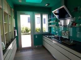 Cocinas de estilo mediterraneo por ESTUDI 353 ARQUITECTES SLPU