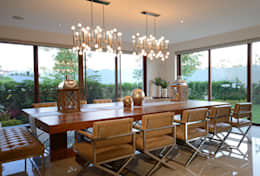 modern Dining room by VICTORIA PLASENCIA INTERIORISMO