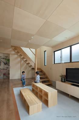 minimalistic Living room by 松岡健治一級建築士事務所