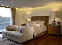 Recamara Principal Casa GL: Recámaras de estilo moderno por VICTORIA PLASENCIA INTERIORISMO