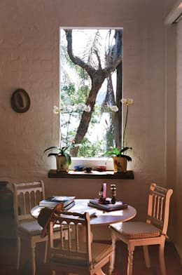 ห้องนั่งเล่น by Célia Orlandi por Ato em Arte