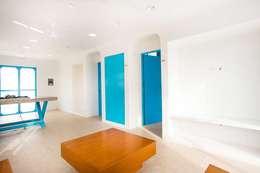 Salas / recibidores de estilo mediterraneo por Arq Mobil