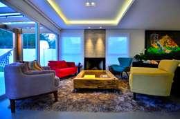 Salas de estilo moderno por ARQ Ana Lore Burliga Miranda