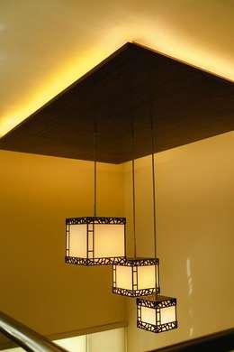Proyectos de Luz: Salas de estilo ecléctico por Arq Mobil