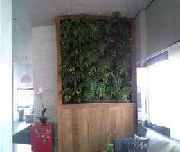de estilo  por Top Gardens Paisagismo Vertical