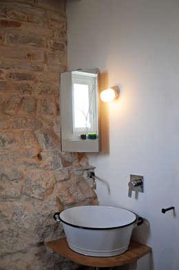 Baños de estilo rural por Elena Salerno Photos