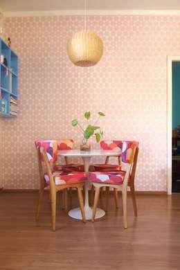 EMPAPELADOS, MANTELES, ALMOHADONES, ILUMINACION, MUEBLES & VAJILLA: Comedores de estilo moderno por Casa Feten