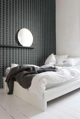 EMPAPELADOS, MANTELES, ALMOHADONES, ILUMINACION, MUEBLES & VAJILLA: Dormitorios de estilo moderno por Casa Feten
