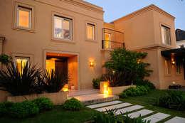 Casas de estilo moderno por JUNOR ARQUITECTOS