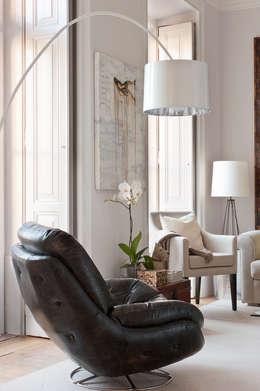 Ruang Keluarga by LAVRADIO DESIGN