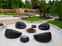 A private garden, Surrey: modern Garden by Bowles & Wyer