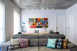 modern Study/office by Adriana Pierantoni Arquitetura & Design