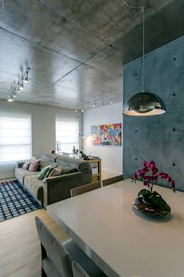 Comedores de estilo moderno de Adriana Pierantoni Arquitetura & Design