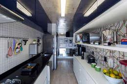 Projekty,  Kuchnia zaprojektowane przez Adriana Pierantoni Arquitetura & Design