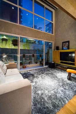 Salas / recibidores de estilo moderno por Casa100 Arquitetura