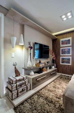 Salas multimedia de estilo ecléctico por Adriana Pierantoni Arquitetura & Design