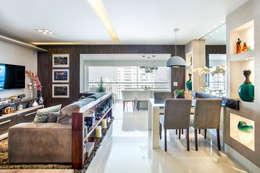 eclectic Living room by Adriana Pierantoni Arquitetura & Design
