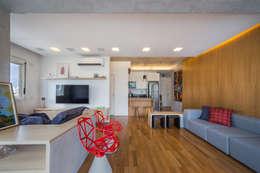 غرفة المعيشة تنفيذ Casa100 Arquitetura