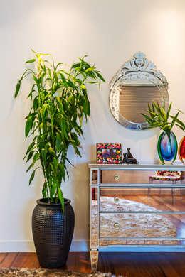 Dormitorios de estilo  por IE Arquitetura + Interiores
