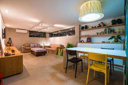 Casa Bali: Quarto infantil  por IE Arquitetura + Interiores