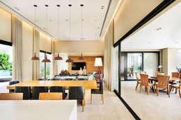 Terrazas de estilo  por BRENO SANTIAGO ARQUITETURA E INTERIORES