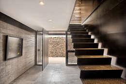 Pasillos y recibidores de estilo por A4estudio