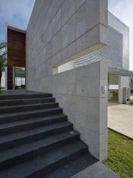 C +C ACCESO: Casas de estilo moderno por Micheas Arquitectos