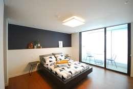 Dormitorios de estilo moderno por (주)바오미다