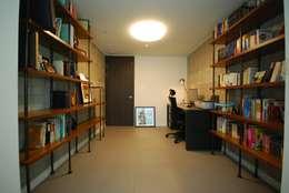 Estudios y oficinas de estilo moderno por (주)바오미다