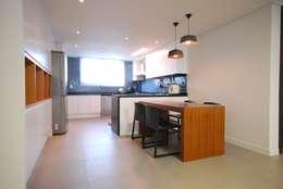 modern Kitchen by (주)바오미다