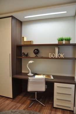 Oficinas de estilo moderno por Varinia Schwartz Arquitetura & Interiores