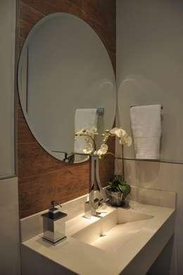 Baños de estilo moderno por Varinia Schwartz Arquitetura & Interiores