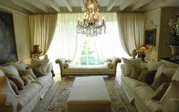 klasieke Woonkamer door Anna Paghera s.r.l. - Interior Design