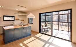 원주 W-House (박물관이 살아있다): (주)유타건축사사무소 의  다이닝 룸