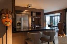 Casa em Open Space: Cozinha  por Pureza Magalhães, Arquitectura e Design de Interiores