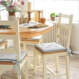 Wiltshire Painted 110cm-150cm Ext. Dining Table and 4 Chairs: country Dining room by The Cotswold Company