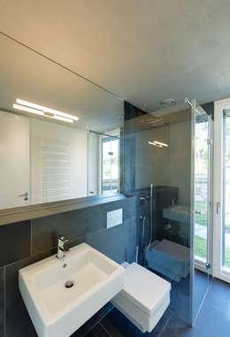 Salle de bains de style  par Möhring Architekten
