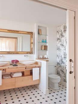 Casas de banho ecléticas por BELEN FERRANDIZ INTERIOR DESIGN