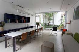 Residência Milani: Salas de jantar modernas por Belleza & Batalha C do Lago Arquitetos Associados