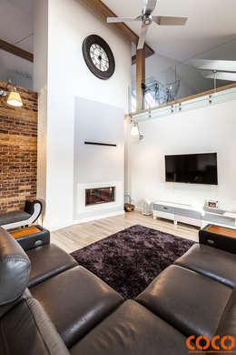 COCO dom naturą malowany: styl , w kategorii Salon zaprojektowany przez COCO Pracownia projektowania wnętrz
