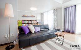판교 아파트 홈드레싱: LYCKA interior & styling의  거실