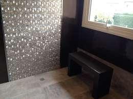 Deco: Baños de estilo moderno por DAS