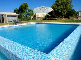 Gresite brillo y color en toda la casa for Colocar gresite piscina